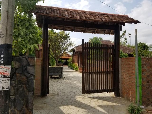 """Choáng ngợp """"biệt phủ"""" gỗ hoành tráng rộng 1300m2 ở Nha Trang - 1"""