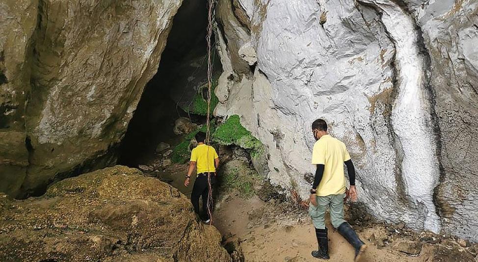 """Vô tình phát hiện """"kho báu"""" 3.000 năm trong hang động ở Thái Lan"""
