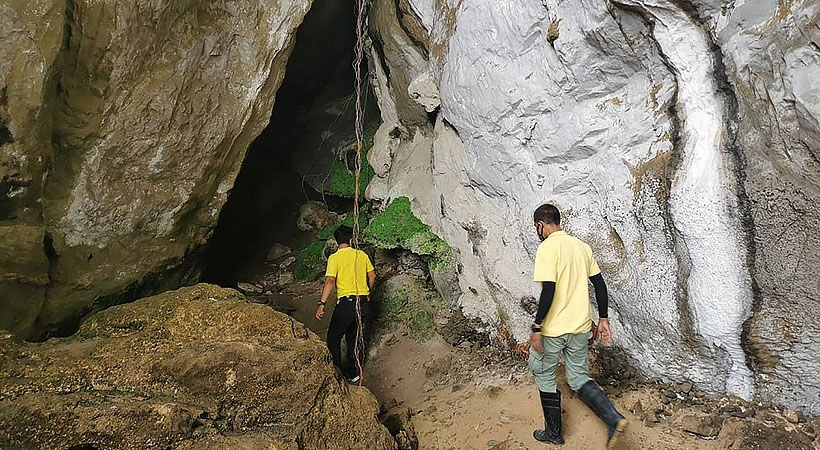 Newly discovered 3,000 year old cave paintings in Phang Nga