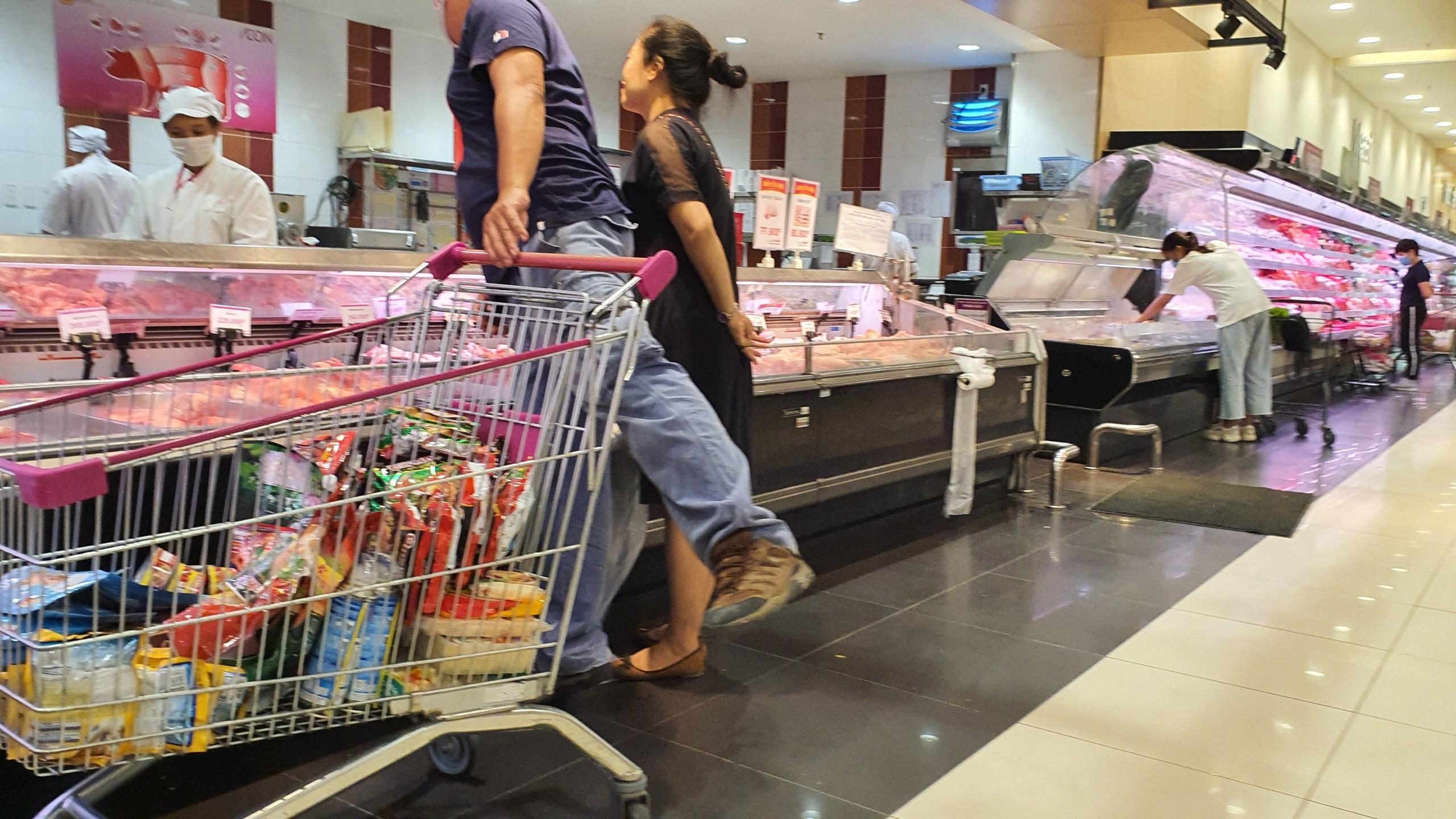 Hà Nội: Hàng hoá đầy kệ, giá cả không biến động sau