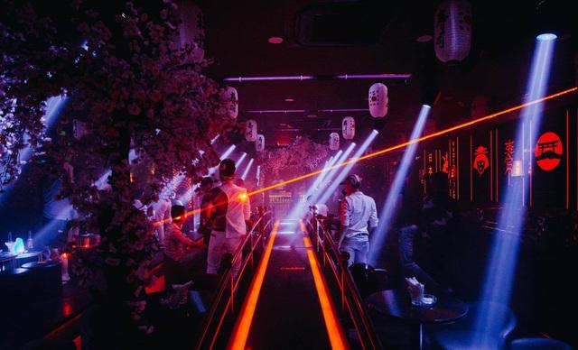 Từ 0h ngày 1/8, nhiều tỉnh đóng cửa quán bar, karaoke để chống dịch - 1