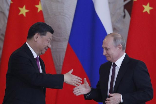 """Nga và Trung Quốc bắt tay đẩy nhanh quá trình """"hạ bệ"""" đồng USD"""