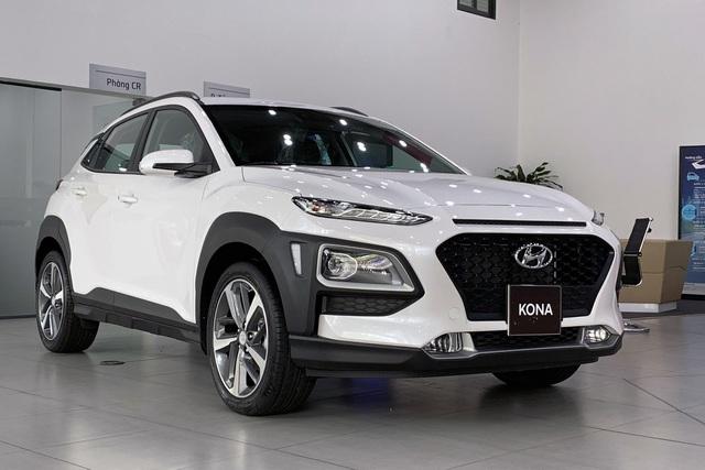 """Hyundai Kona giảm giá hơn 20 triệu đồng, """"phủ đầu"""" Kia Seltos - 1"""