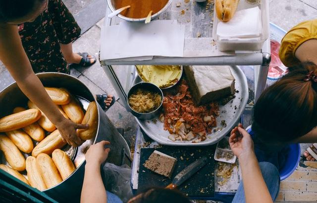 Hàng bánh mì Hà Nội từ thời bao cấp, bán 400 chiếc/ngày, giá chỉ 10 nghìn đồng - 5