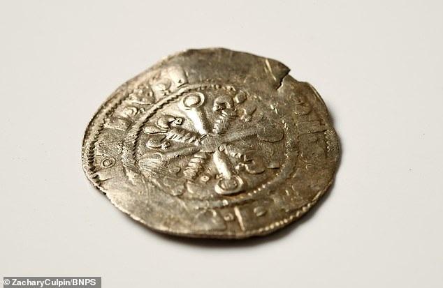 Một đồng xu cổ quý hiếm từ thế kỷ 12 được rao bán hơn 300 triệu đồng