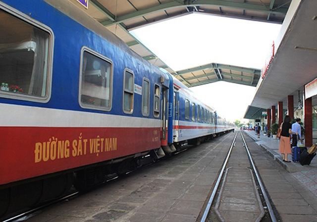 """Đường sắt dừng chạy các tuyến tàu """"sống - còn"""" vì khách giảm """"sốc"""""""