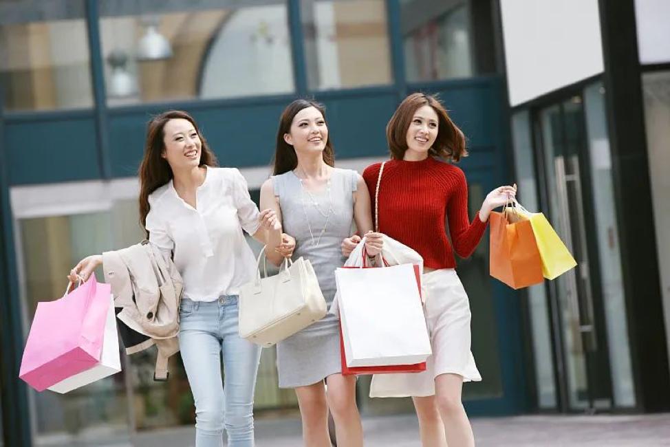 """Trung Quốc: Phụ nữ trở thành """"át chủ bài"""" của thị trường tiêu dùng"""