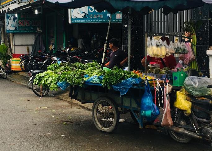 Đìu hiu chợ tạm công nhân mùa Covid-19