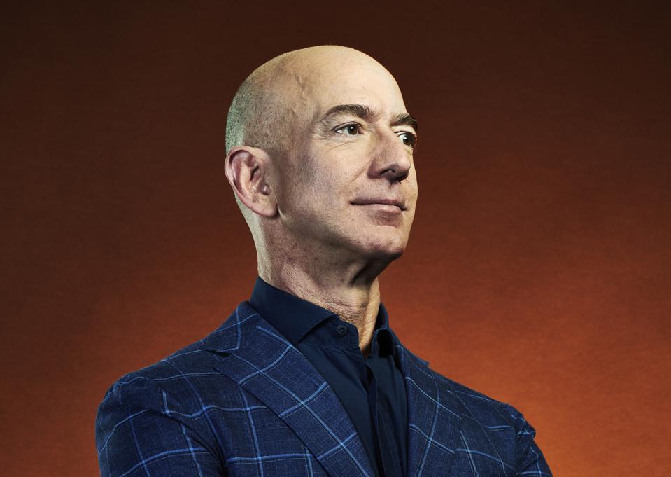 Ông chủ Amazon là người đầu tiên trong lịch sử có tài sản vượt 200 tỷ USD