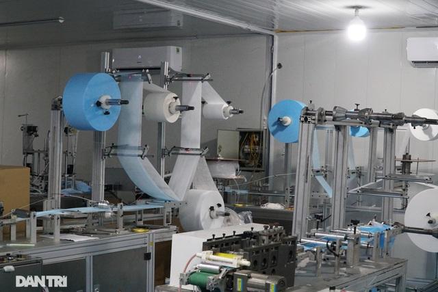 """Đột nhập cơ sở sản xuất khẩu trang """"siêu bẩn"""" giữa mùa dịch Covid-19 - 9"""