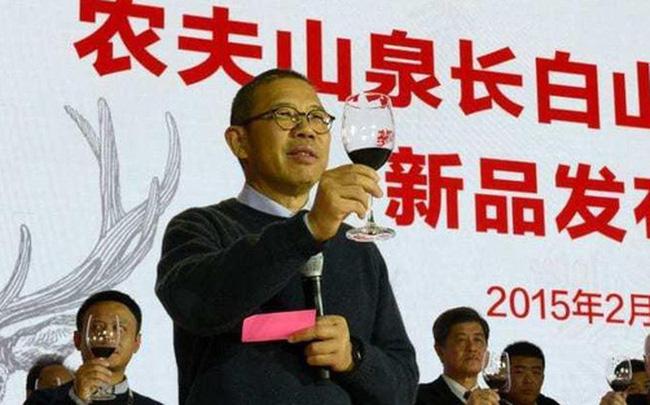 Ông trùm nước khoáng thành người giàu nhất Trung Quốc chỉ sau một đêm