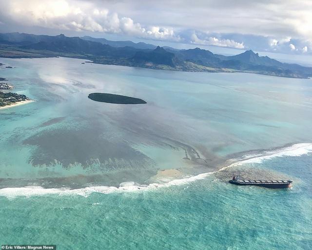 4.000 tấn dầu tràn ra biển, thảm họa sinh thái đe dọa quốc đảo thiên đường    Báo Dân trí