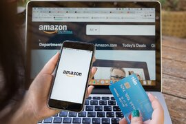 """Amazon bị tố lợi dụng dịch bệnh để bán sản phẩm thiết yếu giá """"cắt cổ"""""""