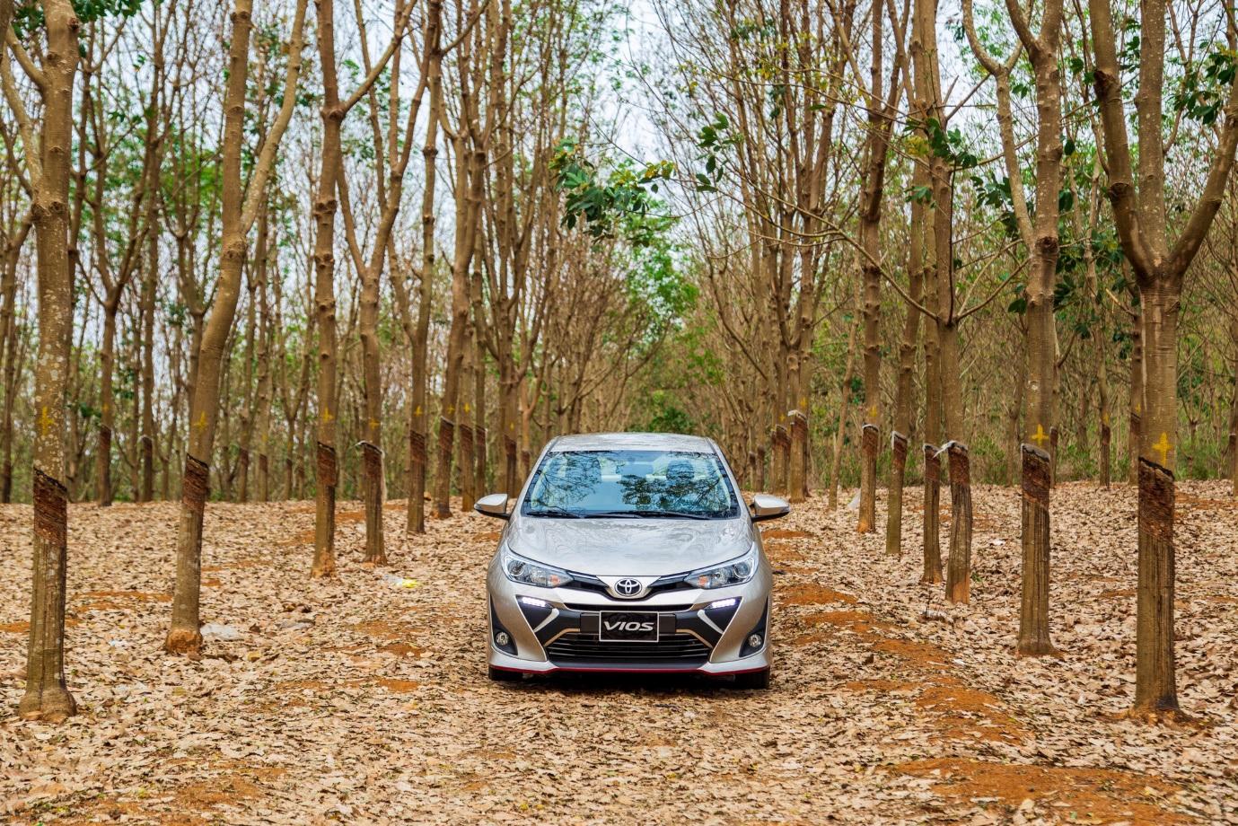 Toyota Vios là xe bán chạy nhất tháng 8, bỏ xa đối thủ bất chấp tháng ngâu