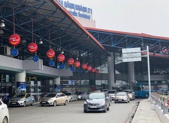 Thu tiền xe vào sân bay nếu quá 10 phút, phí tăng dần theo block thời gian