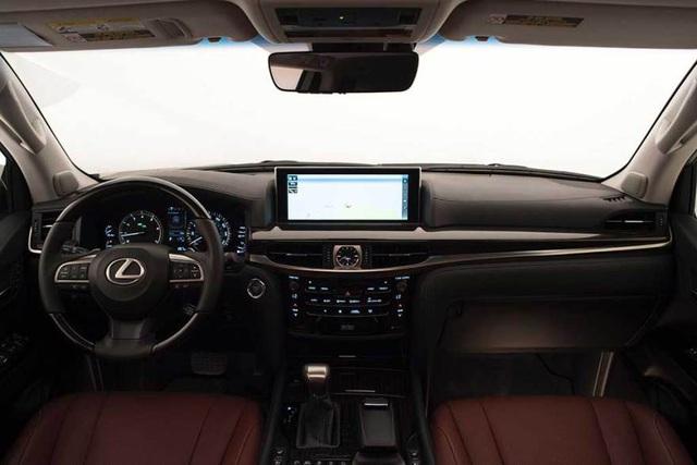 Sao không phải Land Cruiser, mà lại là Lexus LX 570? - 5