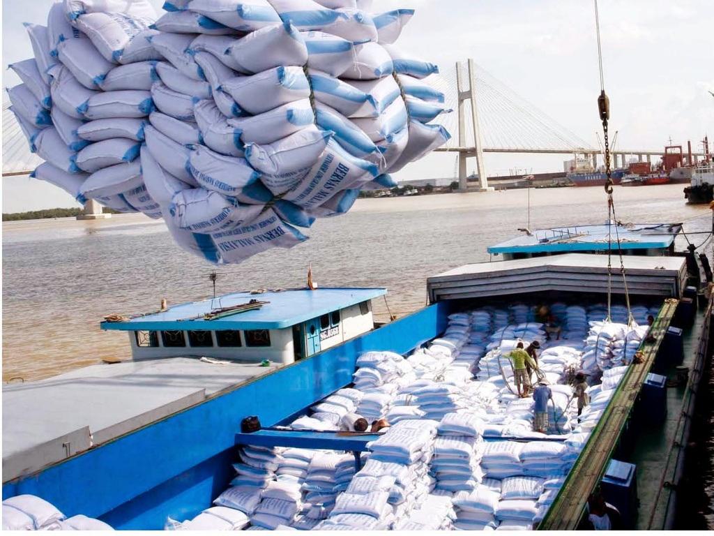 """Xuất khẩu gạo đánh mất """"cơ hội vàng"""", doanh nghiệp tiếp tục khó khăn"""