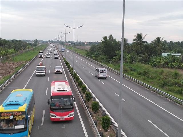 Sẽ thu phí các tuyến đường cao tốc xây dựng bằng tiền ngân sách - 1