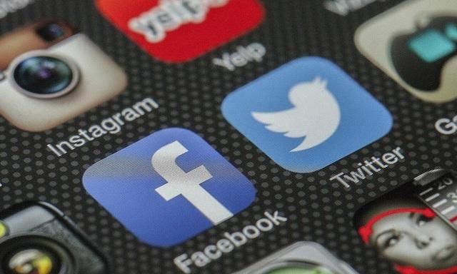 Facebook và Twitter đối mặt án phạt vì không xóa các nội dung vi phạm - 1