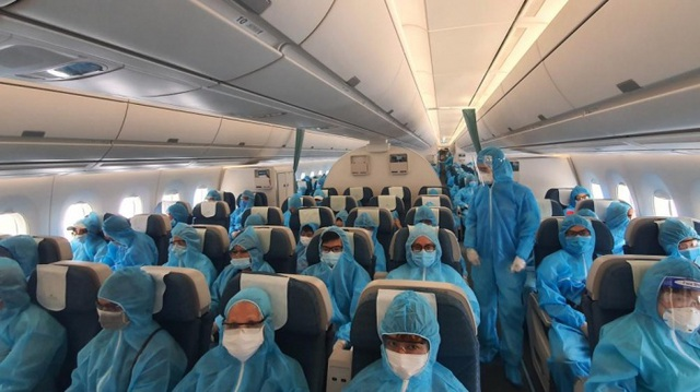 Hôm nay, chuyến bay quốc tế đầu tiên chở hơn 200 hành khách tới Việt Nam - 1