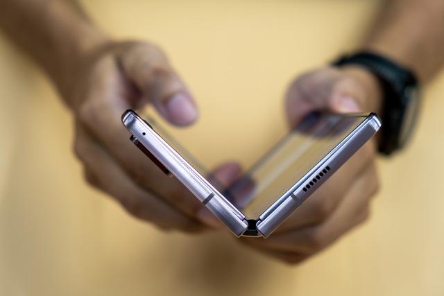 Mở hộp Galaxy Z Fold 2 giá 50 triệu đồng: hoàn thiện vẻ khác biệt - 12