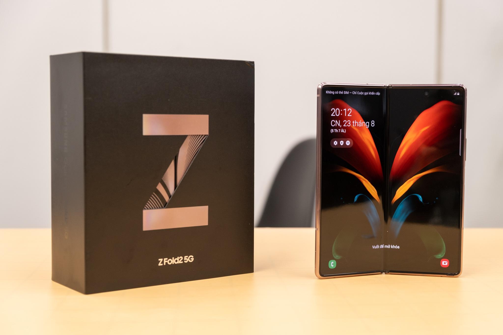 Mở hộp Galaxy Z Fold 2 giá 50 triệu đồng: hoàn thiện vẻ khác biệt