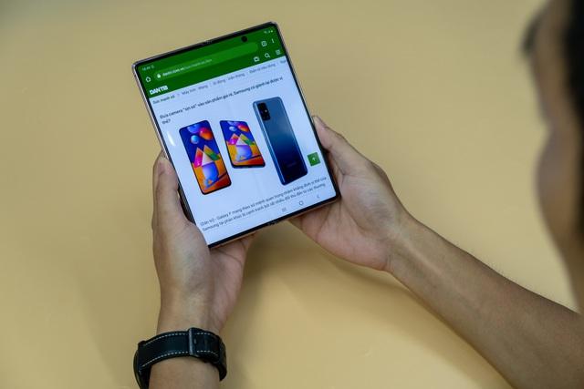 Mở hộp Galaxy Z Fold 2 giá 50 triệu đồng: hoàn thiện vẻ khác biệt - 5