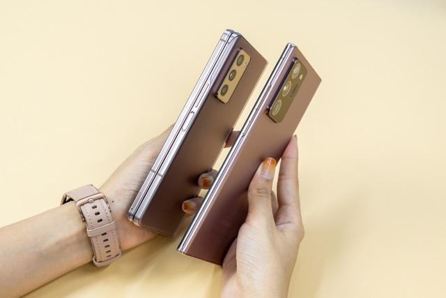 Mở hộp Galaxy Z Fold 2 giá 50 triệu đồng: hoàn thiện vẻ khác biệt - 6
