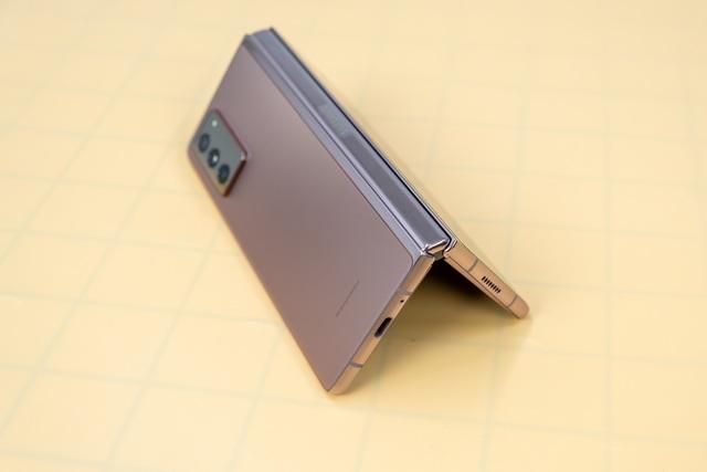 Mở hộp Galaxy Z Fold 2 giá 50 triệu đồng: hoàn thiện vẻ khác biệt - 9