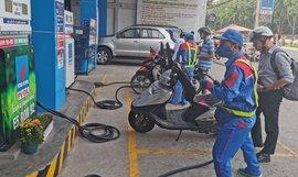 Giá xăng dầu tiếp tục giảm từ chiều nay