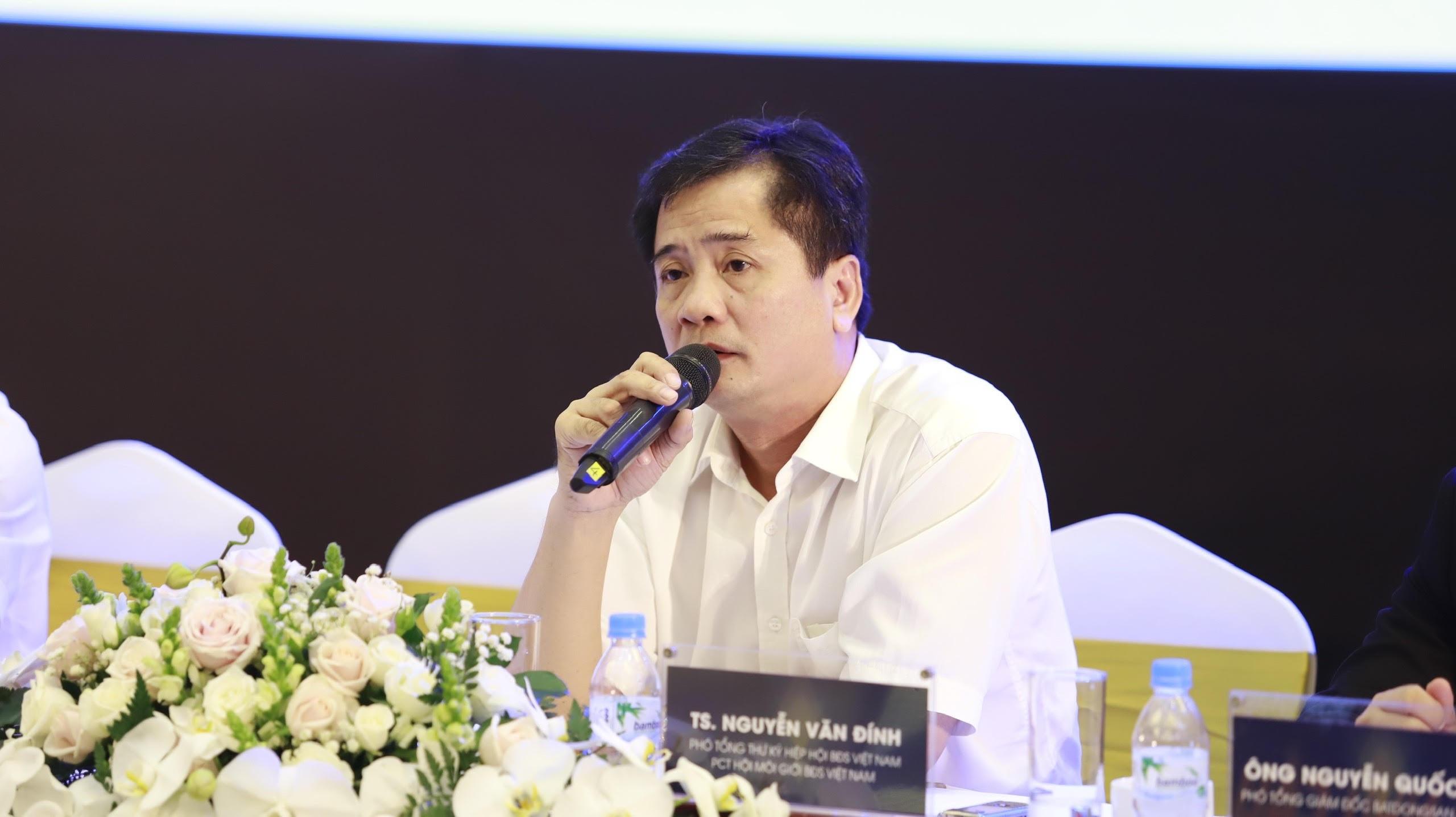 """Giá chung cư Hà Nội đạt đỉnh, đầu tư kiếm tiền chênh dễ """"móm""""?"""