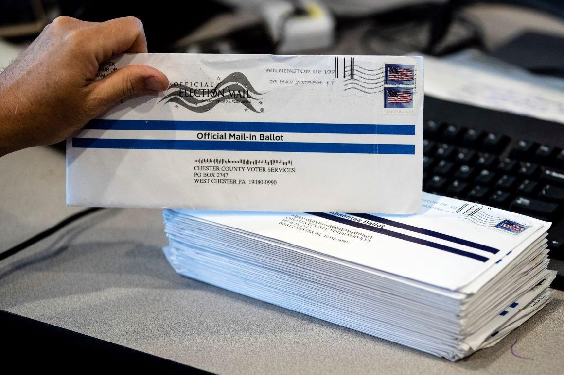 Mỹ căng thẳng vụ phiếu bầu cho ông Trump bị ném vào thùng rác