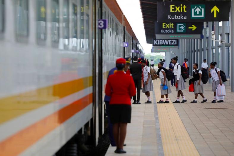 Nền kinh tế bị Covid-19 tấn công, Kenya buộc phải đàm phán lại nợ với Trung Quốc