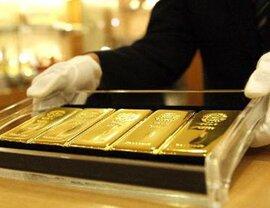 Giá vàng bật tăng dữ dội, nhà đầu tư dồn vốn mua vào