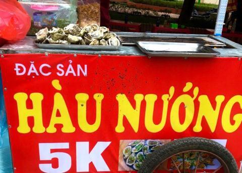 Hàu nướng vỉa hè 5.000 đồng/con đầy phố Hà Nội: 'Là hàu loại'