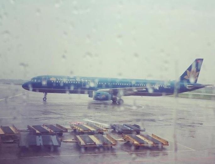 """Hủy chuyến hàng loạt, """"đóng cửa"""" 3 sân bay vì bão số 6"""