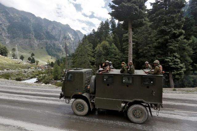 Trung Quốc điều 60.000 quân áp sát biên giới Ấn Độ - 1