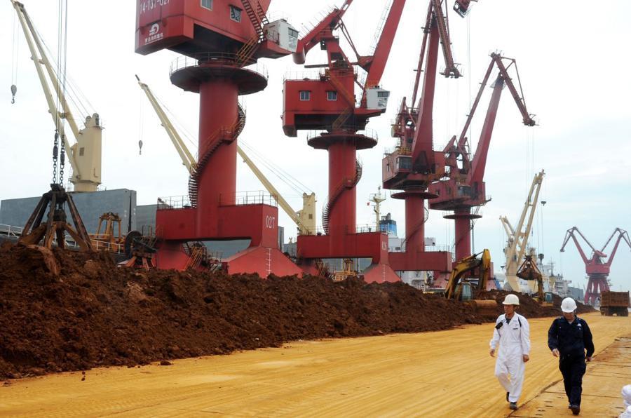 Căng thẳng leo thang, Trung Quốc dọa đưa đất hiếm vào danh sách đen