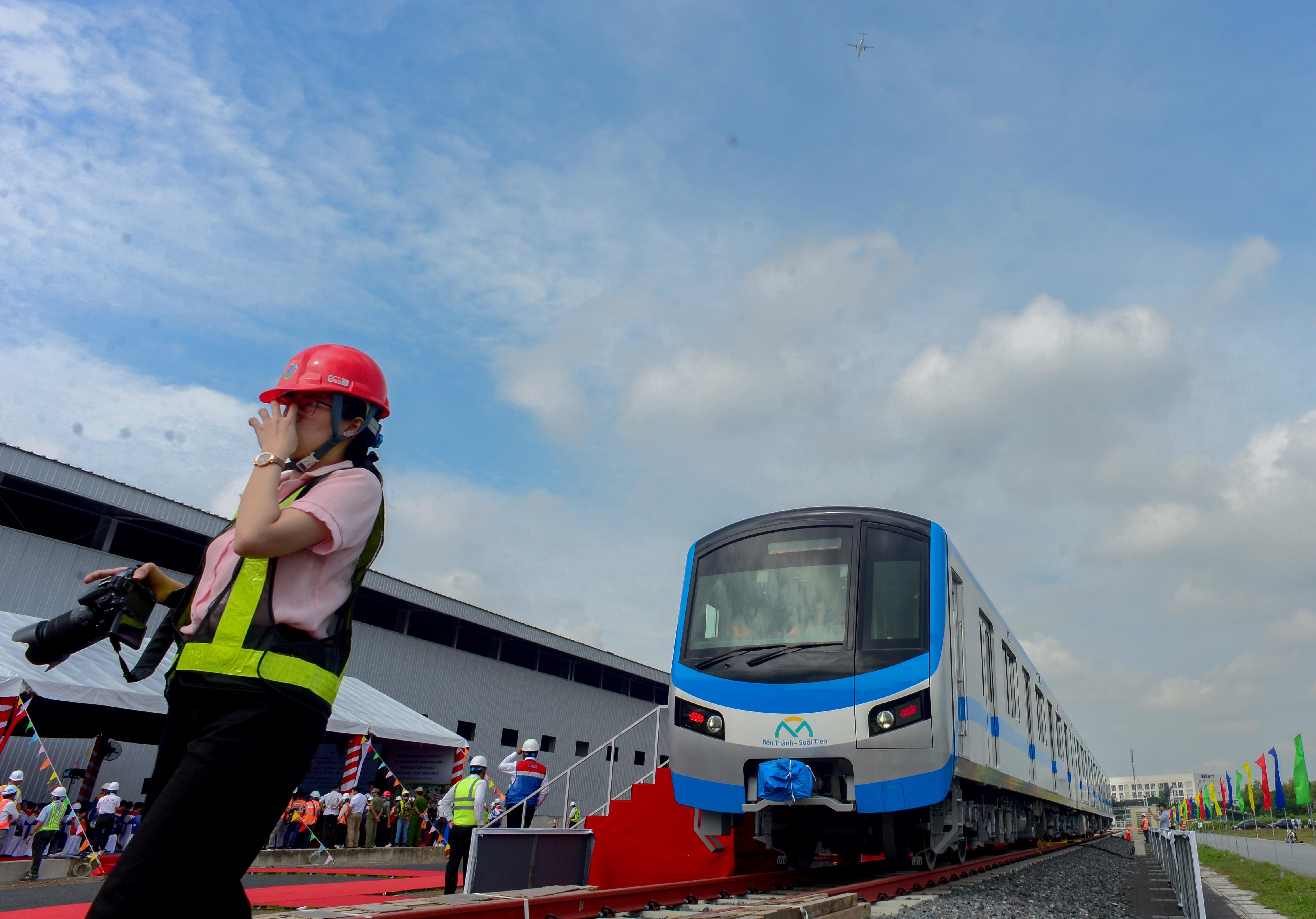 Khám phá nội thất tàu metro số 1 ở Sài Gòn