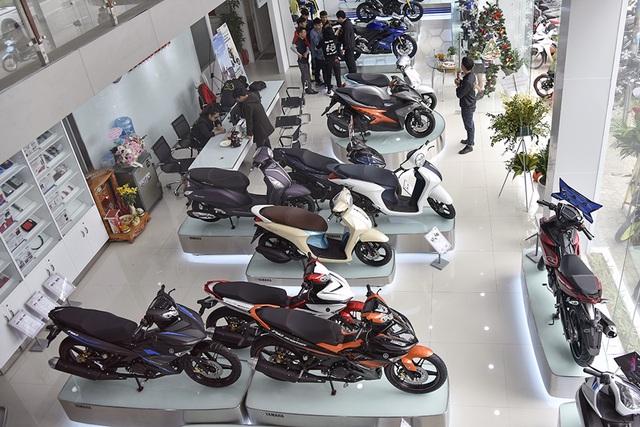 Thị trường xe máy tiếp tục ảm đạm, Honda sụt giảm mạnh - 1