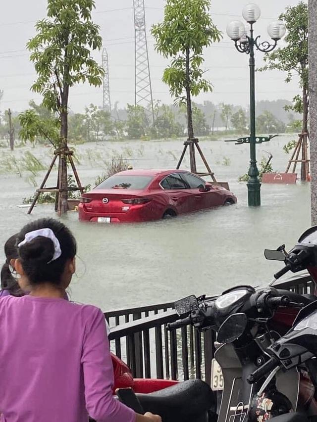Muôn kiểu tránh ngập, chống bão cho ô tô được cư dân mạng chia sẻ rần rần - 2