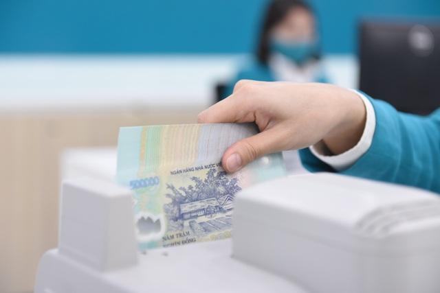 Lợi nhuận ngân hàng sụt giảm, chi phí dự phòng tăng - 1
