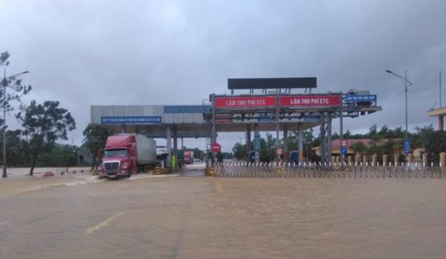Tạm dừng thu phí quốc lộ 1 đoạn qua Quảng Trị - 1