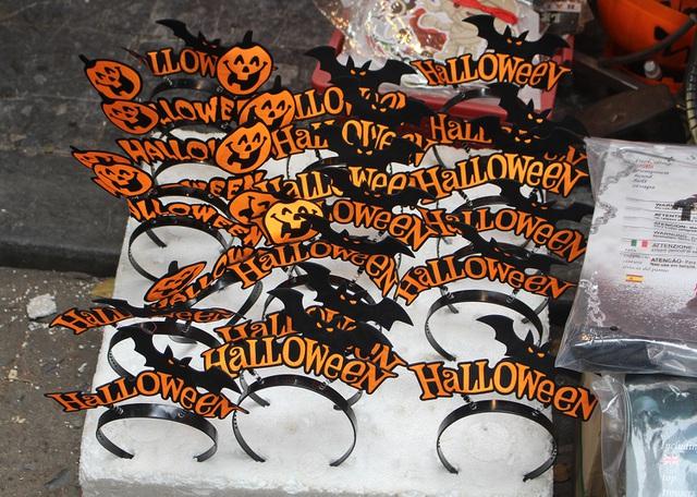 Phố Hàng Mã ngập tràn đồ chơi ma quỷ, rùng rợn trước thềm Halloween - 13