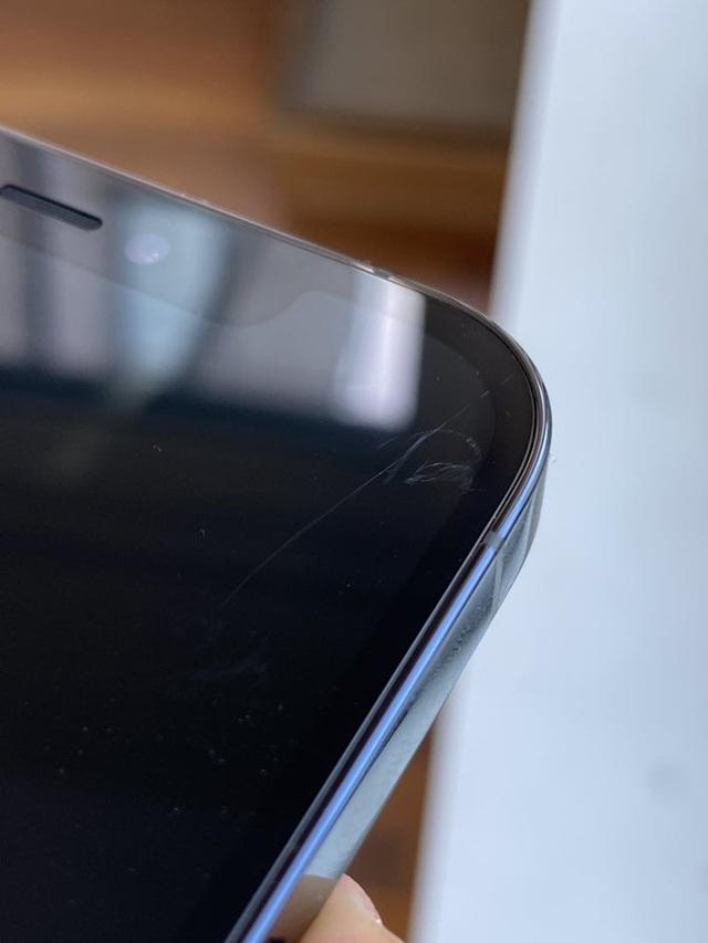 Trang bị mặt kính siêu bền, màn hình iPhone 12 vẫn dễ bị trầy xước - 1