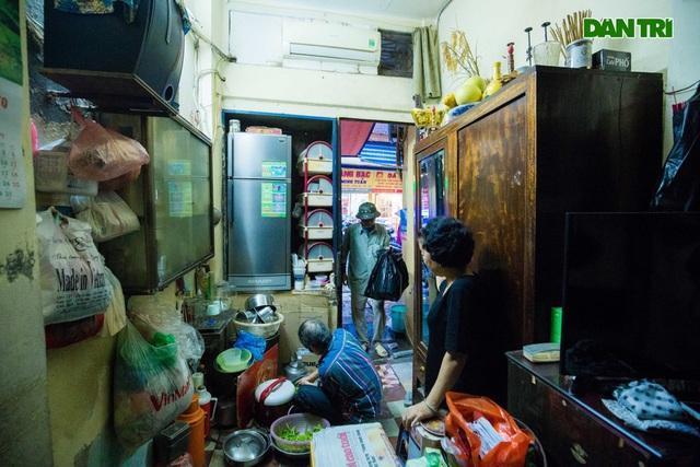 """Cuộc sống bên trong những căn nhà """"khổ nhất"""" phố cổ Hà Nội - 12"""