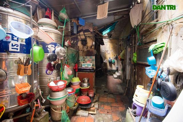 """Cuộc sống bên trong những căn nhà """"khổ nhất"""" phố cổ Hà Nội - 9"""