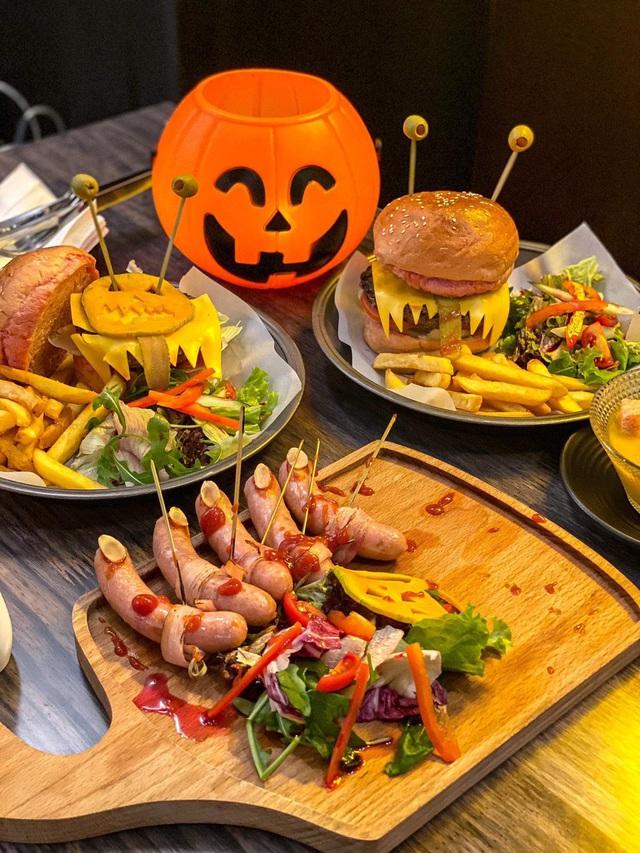 Đồ ăn bàn tay rướm máu, ếch lồi mắt kinh dị cháy hàng mùa Halloween - 4