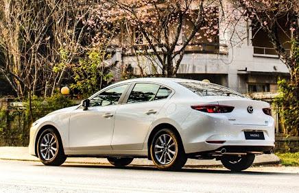 Mua Mazda3 hay Kia Cerato với 650 triệu đồng để đi ngoại giao, công việc?