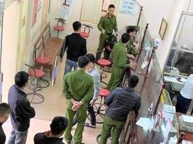 Nghi phạm cướp ngân hàng ở Hòa Bình bị bắt khi đang trốn tại Hà Nội - 2